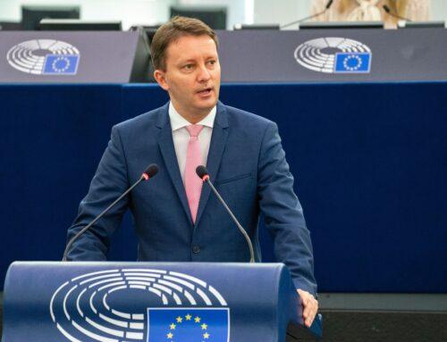 Comunicat de presă – Siegfried Mureșan, către prim-ministrul Poloniei: Atacând Uniunea Europeană, vă slăbiți țara, o faceți mai izolată și mai săracă; cetățenii polonezi vor primi în următorii ani mai mulți bani decât oricând din partea UE, sper să nu fiți un obstacol în dorința noastră de a-i ajuta